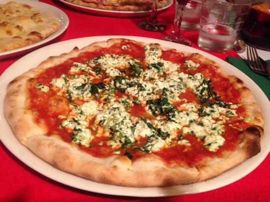 Spinach and ricotta pizza - Picture of Buon Italia, Golf del Sur ...