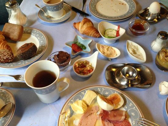 Hotel der Platengarten: breakfast table