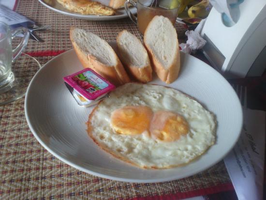 SP Vientiane Hotel: petit dej = 1 café soluble, 2 oeufs au plat, 1 banane