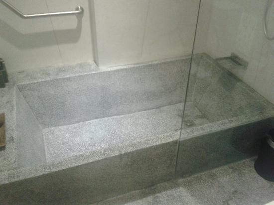 Awesome Teav Boutique Hotel U0026 Spa (Bassac): Large Concrete Bathtub