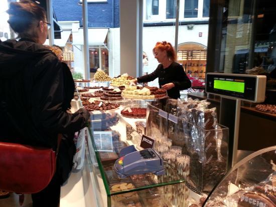 Puccini Bomboni: Chocolate Counter.