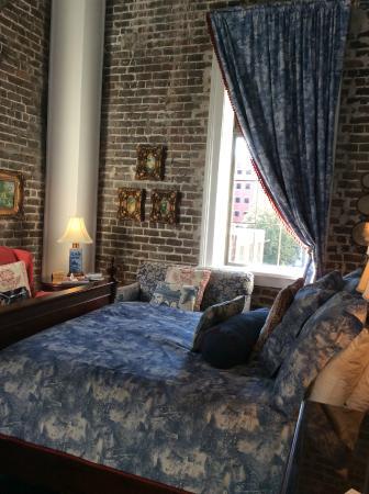 East Bay Inn: My lovely room