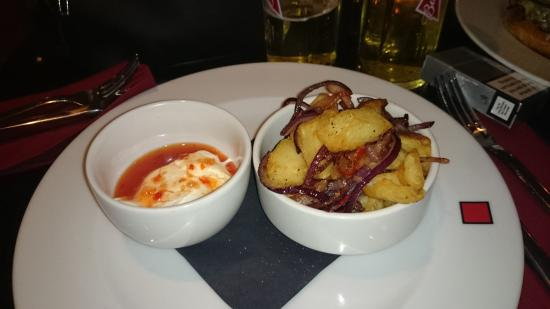 Red Bar and Restaurant: Crispy potatoes with onion and bacon with a crème fraiche and sweet chilli dip