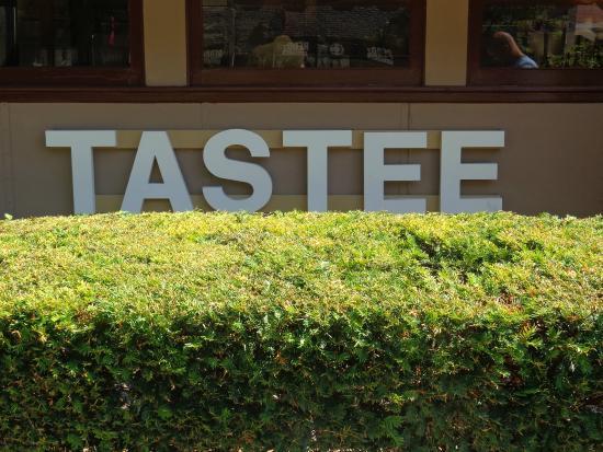 Tastee Diner: Tastee Sign