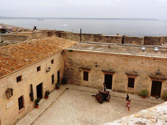 San Carlos Museum : Castillo Museo San Carlos