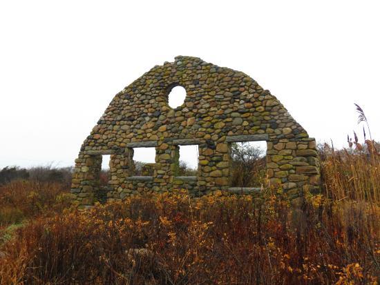 Blueberry Cove Inn: The Ruins at Scarborough Beach