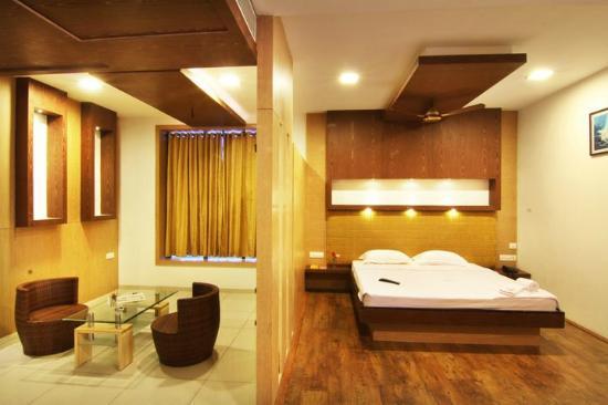Hotel Annamalai International: Queen Suite