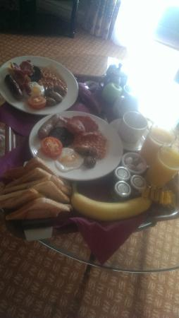 Best Western Everglades Park Hotel: Amazing breakfast delivered to the honeymoon suite, again piping hot and lovely!