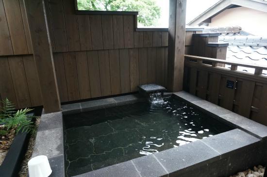 Irifune: デザイナーズルーム「ゆうすげ」の露天風呂