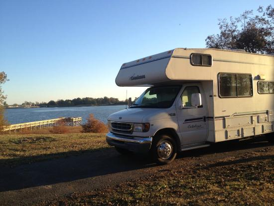 Lake Chicot State Park: nice RV parking right by the lake