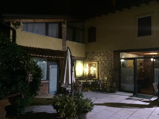 La Camaldola B&B: In the courtyard