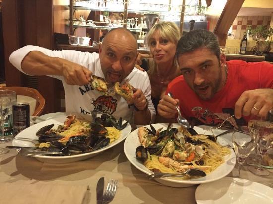 Ristorante Pizzeria La Perla Rosa: A cena con amici!