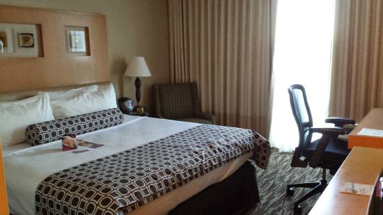 Crowne Plaza San Francisco Airport: Le grand lit confortable