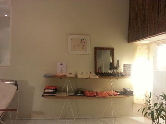 Welcome to jolie jolie salon kampot - Bild von Jolie Jolie Beauty ...