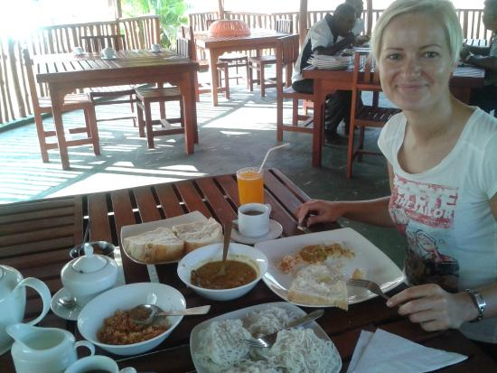 Viceroy Holiday Resort: Breakfast at SriLanka style.