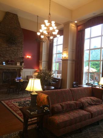 Hampton Inn & Suites Montgomery-East Chase: Lobby ...picture doesn't do it justice!