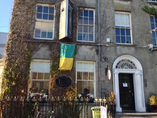 Finnegan's Hostel: Finnegan's Holiday Hostel, 17 Denny Street, Tralee, Co. Kerry