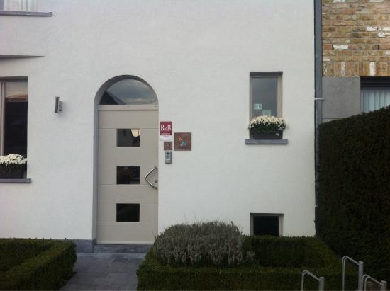 Agnes Delrue B&B: The front door