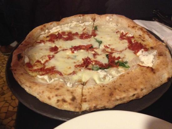 Universita Della Pizza: pizza piccante con bufala