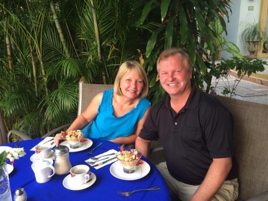 Hacienda Alemana: Courtyard for morning coffee