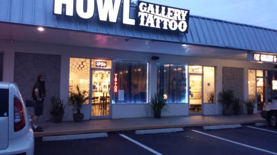 HOWL Gallery/Tattoo