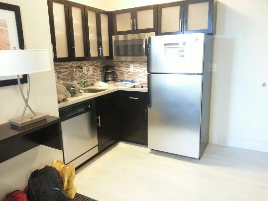 Staybridge Suites St. Petersburg Downtown: Kitchen