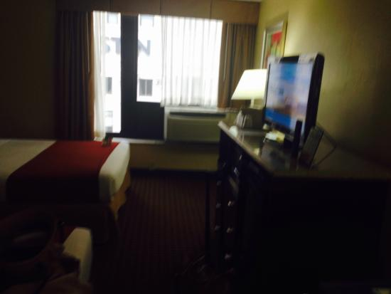 Holiday Inn Express Detroit - Downtown: View of bedroom