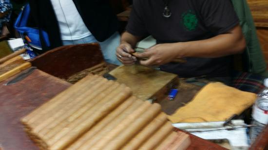 Cuba Tobacco Cigar Co: Cigar in the making