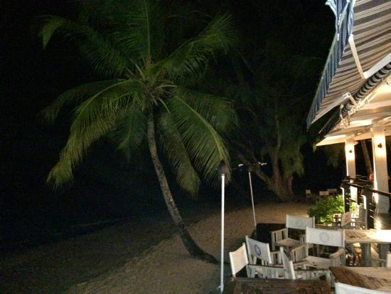Lone Star Restaurant & Hotel: View onto beach from our table