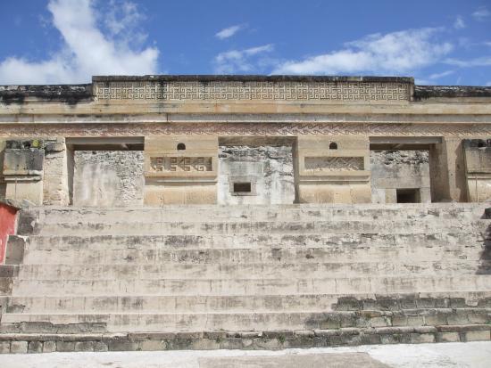 El Tule Tree of Life, Teotitlan Village, and Mitla Ruins Tour: façade du groupe des colonnes