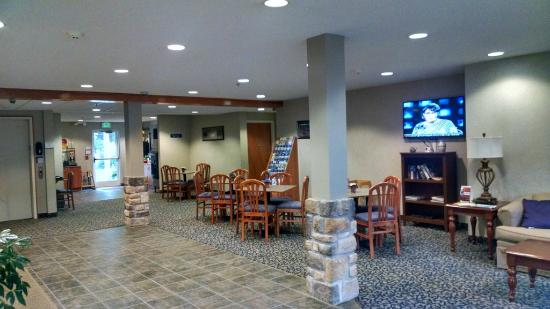 Hazelton, Virginia Occidentale: Lobby and Breakfast Area