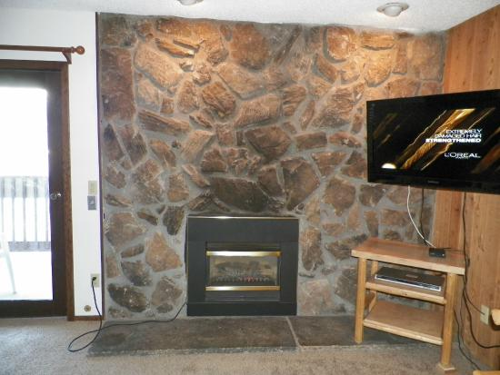 Silverado II Resort & Event Center: Fireplace