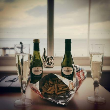 The Winchmore Hotel: Girlie weekend - Prosecco and a stunning sea view!