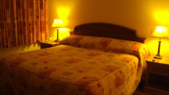 Friar's Lodge: Double bed super comfortable!