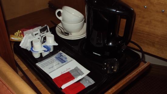 Friar's Lodge: Coffee and tea-making facilities