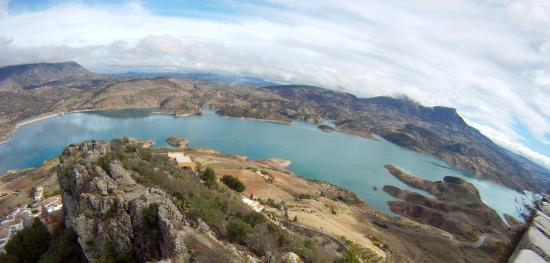 Molino El Vinculo: Vista del Torre del homenaje- Zahara de la Sierra