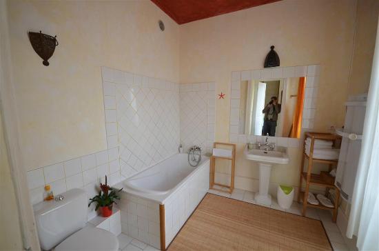 Maison Sainte Barbe : bathroom