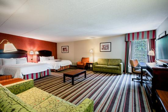 Hampton Inn Sturbridge: Two Queen Beds One Bedroom Suite