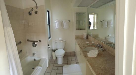 La Jolla Beach and Tennis Club: Bathroom
