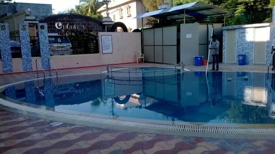 Hotel Samrat: Swimming pool