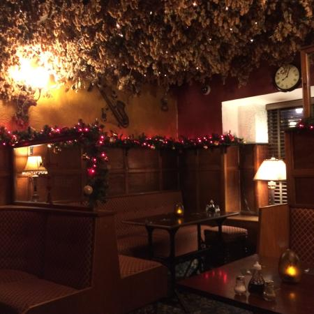 The Golden Fleece Inn: Beautiful,Cosy Christmas feel to this place highly recommended