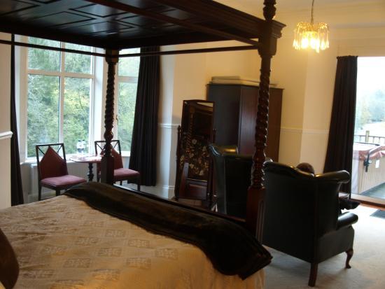 Craig-y-Dderwen Riverside Hotel: Bedroom view