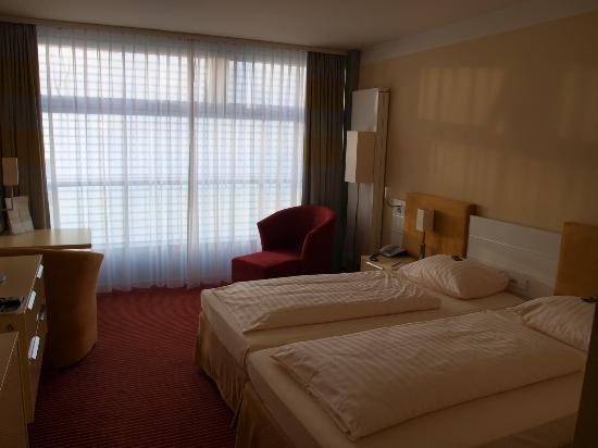 Gastehaus am RPTC: room - beds