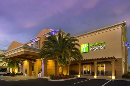 Holiday Inn Express - Jacksonville Beach : Exterior at Dusk