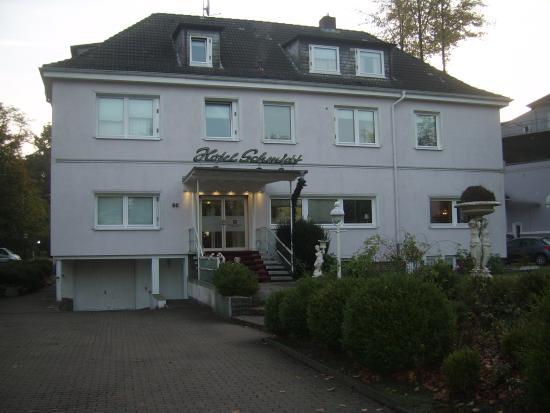 Hotel Schmidt: voorzijde hotel hoofdgebouw