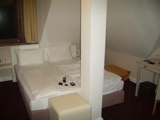 Hotel Schmidt: Niet erg praktische zolderkamer