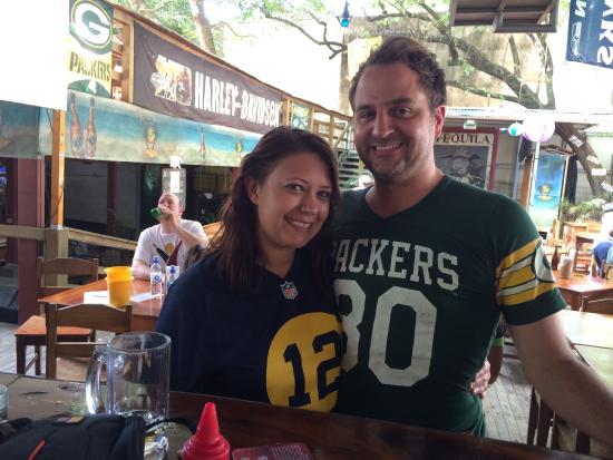 Coconutz Sports Bar & Eatery: Packers!!