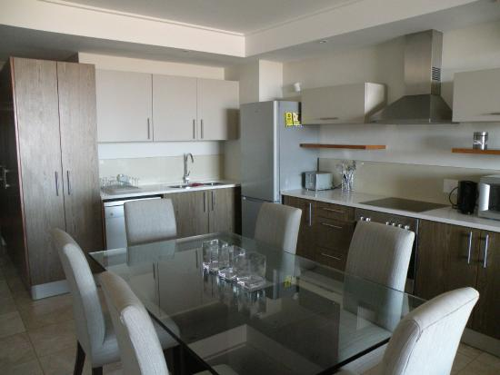 Canal Quays: Kitchen/dining area