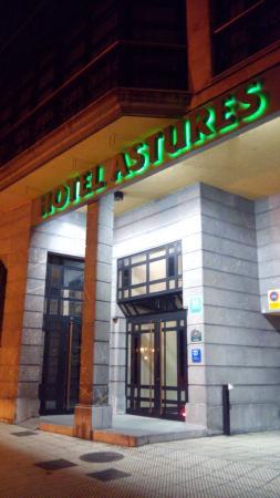Hotel Astures: Fachada del hotel.