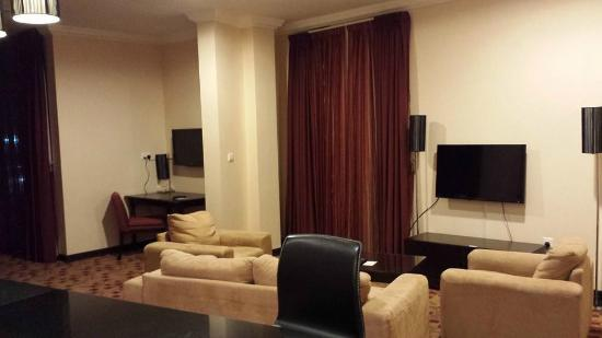 Kingsgate Hotel Doha: Suite interior